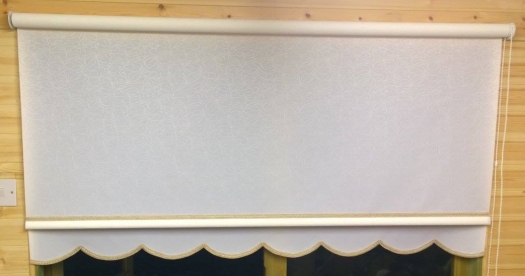 Alaska white roller blind - Classic with gold braid