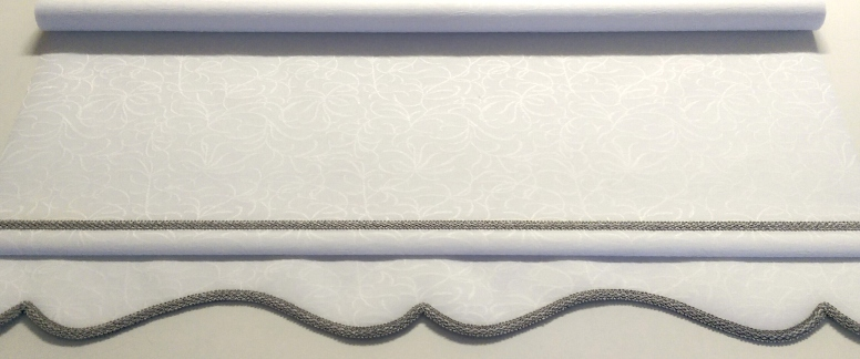 Alaska white roller blind - Colonial with grey braid