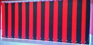 Red/Black alternated vertical blinds